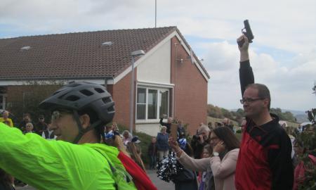 Kultusminister G.H.Tonne startet den 10. Röderhof-Benefiz-Lauf